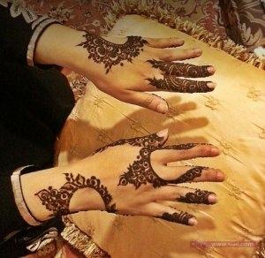 6ef122fc4883f2e6efd561fd037f2919 300x292 نقوش حناء هندية للجسم العروس 2015 اجمل نقوش حناء جديدة 2016