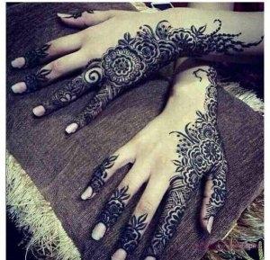 70b3d2c12d5e6b01a4068ef813f23dec 300x289 نقوش حناء هندية للجسم العروس 2015 اجمل نقوش حناء جديدة 2016