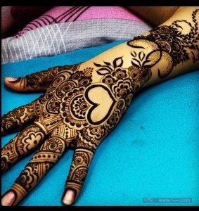 990906bb12cb4d9bd68583908daebb28 1 283x300 نقوش حناء هندية للجسم العروس 2015 اجمل نقوش حناء جديدة 2016