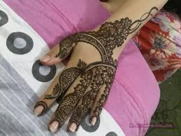 Latest-Mehndi-Designs-By-Falguni-Rajpara