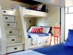 تصميمات توفر في مساحة الغرفة حيث كونها سرير اطفال به وحدات لـ التخزين ايضًا