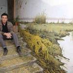 فنان يحول مسكنه إلى لوحات فنيّة مُبدعة :
