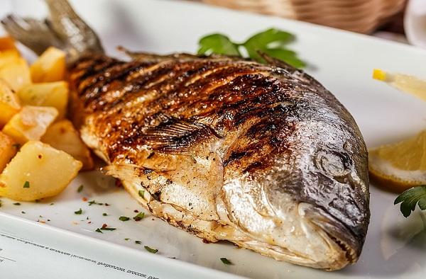 صينية سمك دنيس بالبطاطس صينية سمك دنيس بالبطاطس