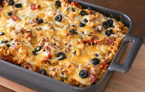 مكرونة البيتزا باللحم المفروم 600x380 مكرونة البيتزا باللحم المفروم