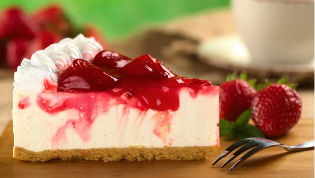 header image Strawberry Cheesecake recipe main image fustany طريقة عمل تشيز كيك بالفراولة