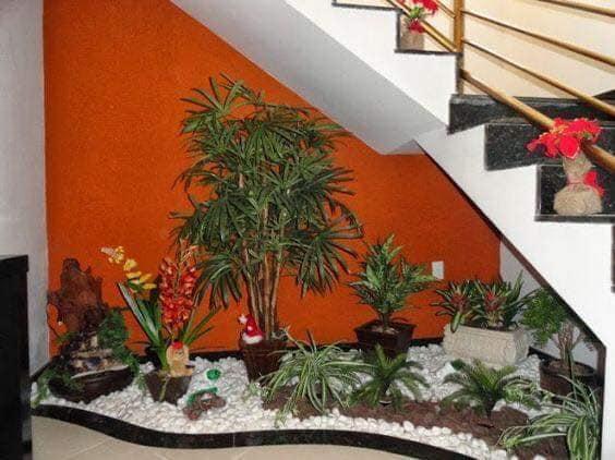 56162095 1167150126789280 7592107204015030272 n استغلال تحت الدرج والحائط لعمل تحفه فنيه جميله المنظر ديكور رهيبة جدا