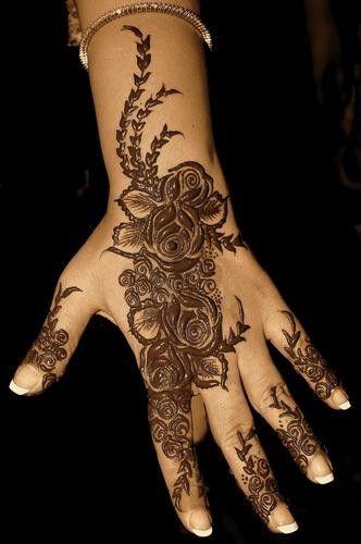 65c1bdab2ac0f7e6991c7f4eb317a190 نقش حناء خليجي بحريني انيق جدا للعروس وللعيد نقوش حناء بسيطة 2014