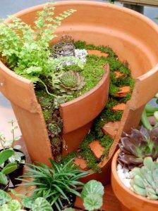 Natureworks 2012 Ambers Pot 767x1024 224x300 استغلال الأشياء وتحويلها الى ديكور لتزين المنزل