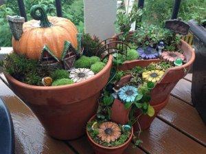 broken flower pot fairy gardens 9 300x224 استغلال الأشياء وتحويلها الى ديكور لتزين المنزل